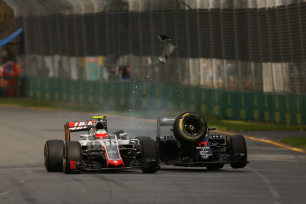 Albert Park, Melbourne, Australia. Sunday 20 March 2016. Esteban Gutierrez, Haas VF-16 crashes with Fernando Alonso, McLaren MP4-31 Honda. World Copyright: Sam Bloxham/LAT Photographic ref: Digital Image _R6T3638