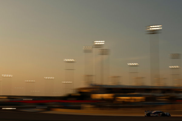 2015 FIA World Endurance Championship Bahrain 6-Hours Bahrain International Circuit, Bahrain Saturday 21 November 2015. Alexander Wurz, St?phane Sarrazin, Mike Conway (#2 LMP1 Toyota Racing Toyota TS 040 Hybrid). World Copyright: Alastair Staley/LAT Photographic ref: Digital Image _R6T9697