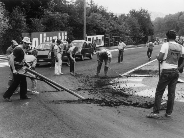 Spa-Francorchamps, Belgium. 2nd June 1985.The race was cancelled after practice when the newly-laid track broke up due to the heat. The race was re-run on the 15th September.World Copyright: LAT Photographic.Ref:  B/W Print.