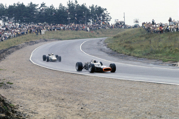 Mosport Park, Ontario, Canada. 25 - 27 August 1967.Jackie Stewart (B.R M. P83), retired, leads Jack Brabham (Brabham BT224-Repco), 1st position, action. World Copyright: LAT Photographic.Ref:  67CAN13