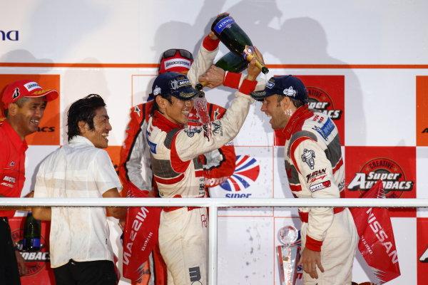 Twin Ring Motegi, Japan.15th - 16th October 2011GT500 2011 Driver's Champion Masataka Yanagida & Ronnie Quintarelli ( #46 S Road MOLA GT-R ) podium.World Copyright: Yasushi Ishihara/LAT Photographicref: Digital Image 2011SGT_R8_017