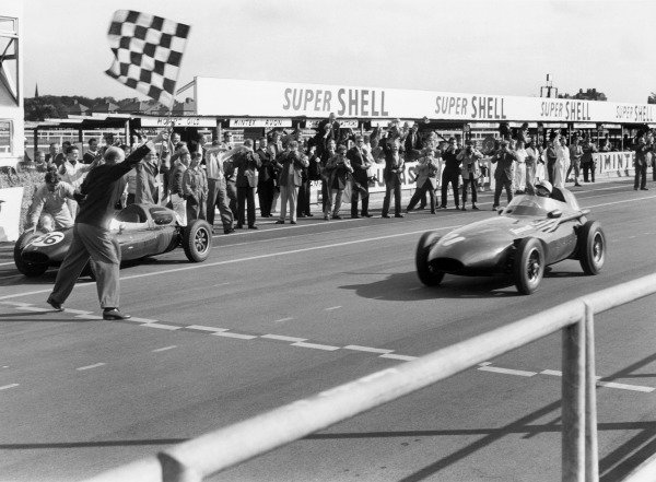 Aintree, England. 18-20 July 1957. Stirling Moss (Vanwall), 1st position,action.  World Copyright: LAT Photographic. Ref: 7495C - 19.