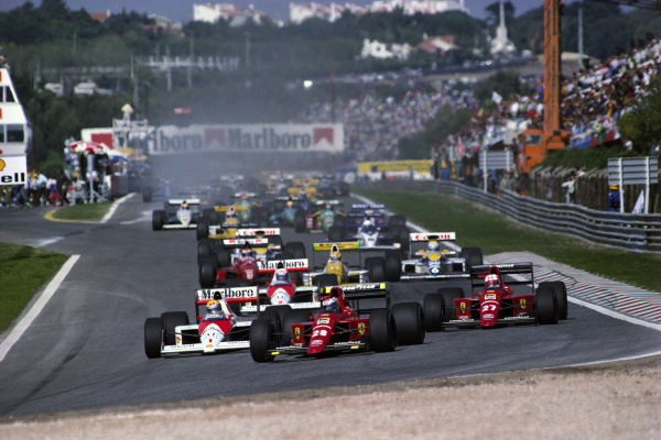 Gerhard Berger, Ferrari 640, leads from Ayrton Senna, McLaren MP4-5 Honda, and Nigel Mansell, Ferrari 640, at the start.