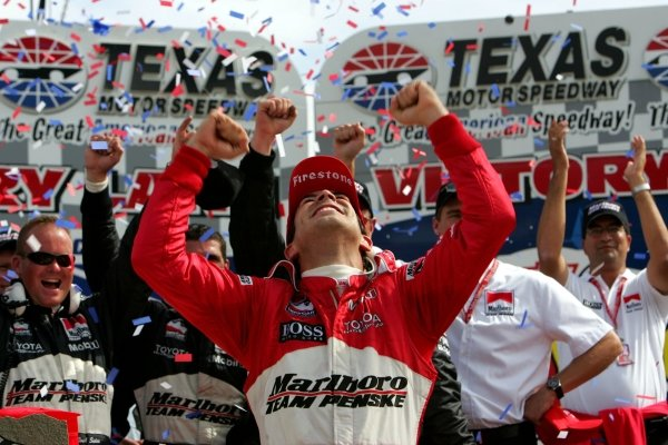 Helio Castroneves (BRA), Marlboro Team Penske, won his first race of the year at the Chevy 500.IRL IndyCar Series, Rd16, Chevy 500, Texas Motor Speedway, Fort Worth, Texas, USA. 17 October 2004.DIGITAL IMAGE