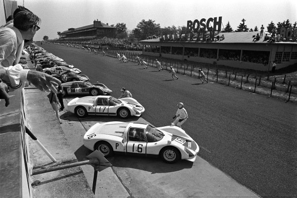 Drivers begin to sprint across the track for the running start, apart from works Porsche 906E drivers Udo Schütz (no. 16) and Bob Bondurant (no. 17) who set off early and have already reached their cars.