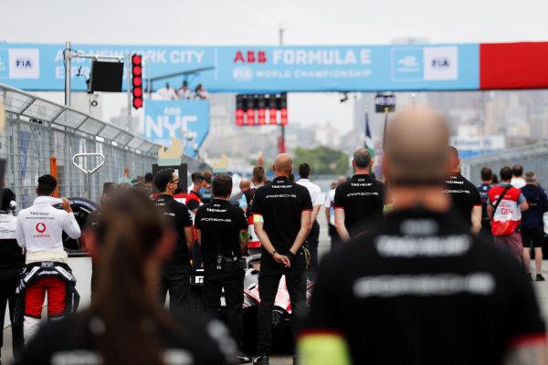 Porsche mechanics on the grid prior to the start