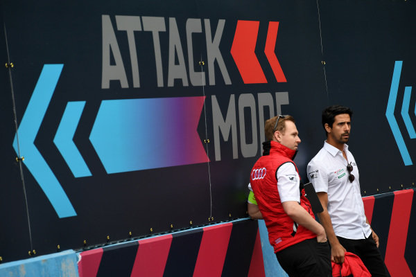 Lucas Di Grassi (BRA), Audi Sport ABT Schaeffler, walks the track