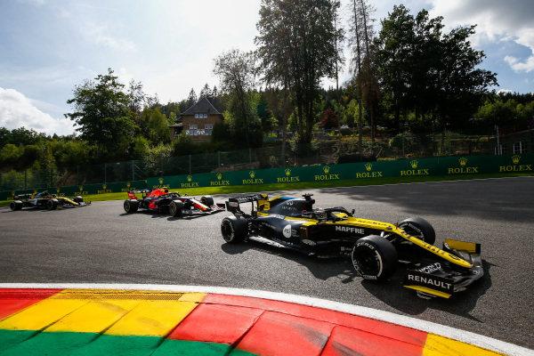 Daniel Ricciardo, Renault R.S.20, leads Alexander Albon, Red Bull Racing RB16, and Esteban Ocon, Renault R.S.20