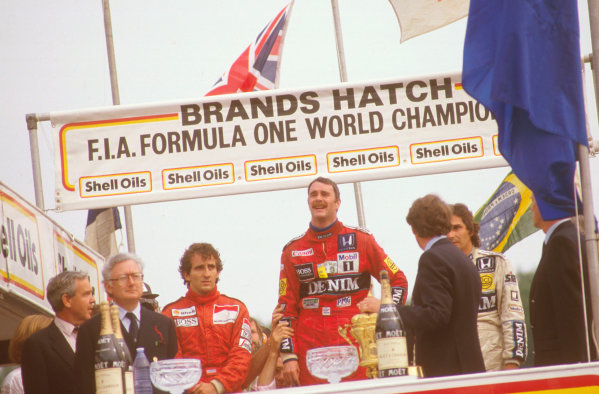 Brands Hatch, England.11-13 July 1986.Nigel Mansell (Williams Honda) 1st position, Nelson Piquet (WilliamS Honda) 2nd position and Alain Prost (McLaren TAG Porsche) 3rd position on the podium.Ref-86 GB 18.World Copyright - LAT Photographic