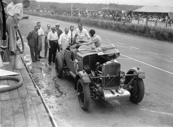 Brian Lewis / Johnny Hindmarsh, Fox & Nicholl, Talbot AV105, makes a pit stop.