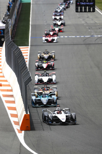 Norman Nato (FRA), Venturi Racing, Silver Arrow 02, leads Tom Blomqvist (GBR), NIO 333, NIO 333 001, Jean-Eric Vergne (FRA), DS Techeetah, DS E-Tense FE21, Andre Lotterer (DEU), Tag Heuer Porsche, Porsche 99X Electric, and Oliver Rowland (GBR), Nissan e.Dams, Nissan IMO2
