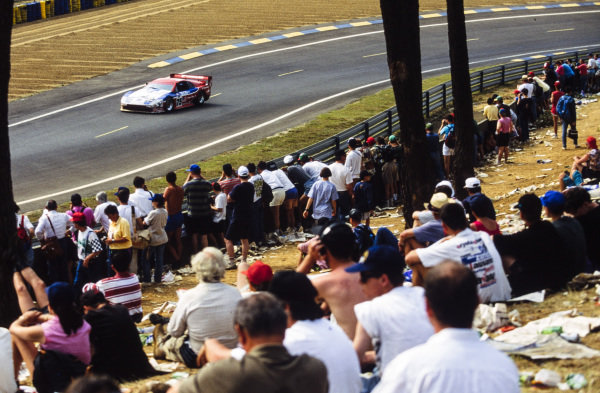 Fans watch as Steve Millen / Johnny O'Connell / John Morton, Clayton Cunningham Racing Inc, Nissan 300 ZX Turbo, passes.