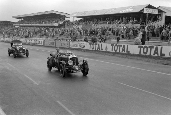 P. Townshend, 1930 Bentley leads H. Rose, 1929 Bentley.