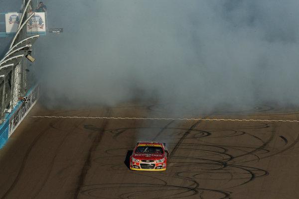 7-9 November, 2014, Avondale, Arizona USA Winner Kevin Harvick Burnout ©2014, Michael L. Levitt LAT Photo USA