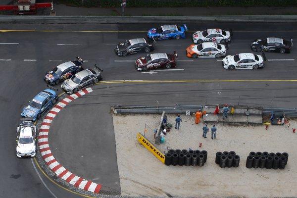Start of the race with Ralf Schumacher (GER), Laureus AMG Mercedes C-Klasse (2009) in the lead.DTM, Rd4, Norisring, Nuremberg, Germany. 2-4 July 2010 World Copyright: LAT PhotographicRef: Digital Image dne1004jy618