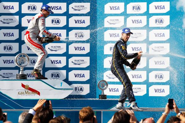 2014/2015 FIA Formula E Championship. London e-Prix, Battersea Park, London, UK. Saturday 27 June 2015. Sebastien Buemi (SWI)/E.dams Renault - Spark-Renault SRT_01E Jerome D'Ambrosio (BEL)/Dragon Racing - Spark-Renault SRT_01E  World Copyright: Sam Bloxham/LAT Photographic/Formula E. ref: Digital Image _G7C8083