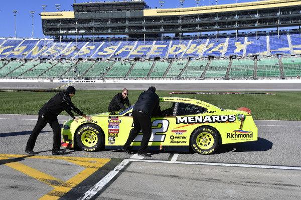 #22: Austin Cindric, Team Penske, Ford Mustang Menards/Richmond crew