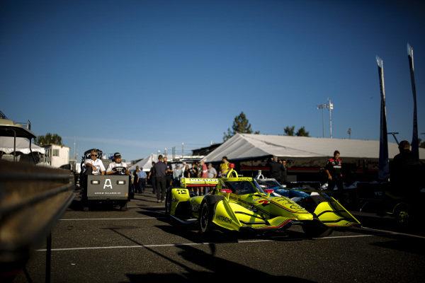 #22: Simon Pagenaud, Team Penske Chevrolet, crew members