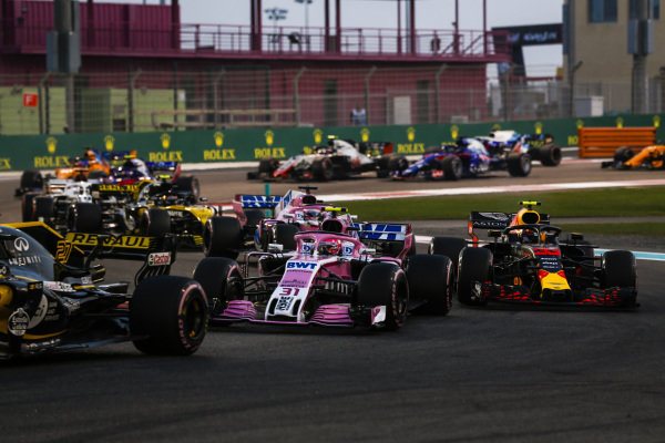 Nico Hulkenberg, Renault Sport F1 Team R.S. 18, leads Esteban Ocon, Racing Point Force India VJM11, Max Verstappen, Red Bull Racing RB14, Sergio Perez, Racing Point Force India VJM11, and the remainder of the field at the start