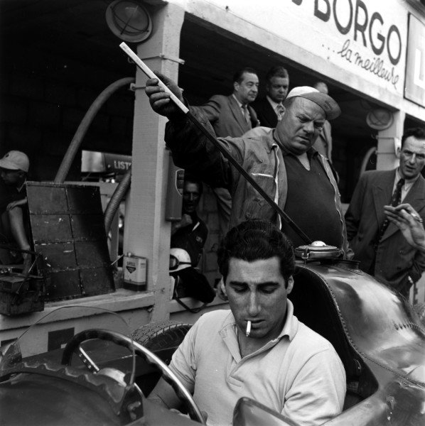 1956 French Grand Prix. Reims. 1 July 1956. Alfonso de Portago (Lancia-Ferrari D50) with chief mechanic Luigi Parenti in the background. World Copyright - LAT Photographic Exhibition ref: a079