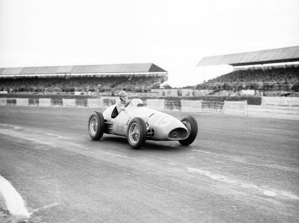 Silverstone, England.17-19 July 1952.Alberto Ascari (Ferrari 500) 1st position.Ref-Motor 770/10.World Copyright - LAT Photographic