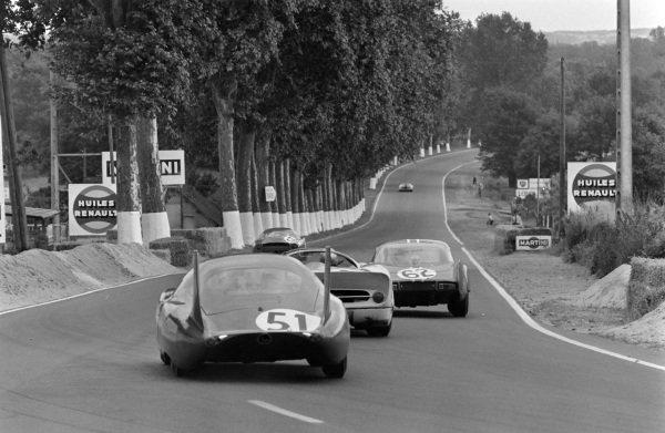 Henri Grandsire / Leo Cella, Sociètè des Automobiles Alpine, Alpine A210 - Renault, leads Jean Blaton / Pierre Dumay, Ecurie Francorchamps, Ferrari 365 P2/P3, and Claude Laurent / Jean-Claude Ogier, S.E.C. Automobiles C.D., C.D. SP66 - Peugeot 204.