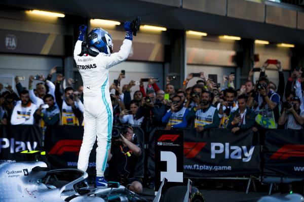 Race Winner Valtteri Bottas, Mercedes AMG F1 celebrates on Parc Ferme