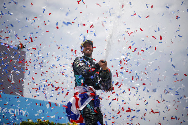 Sam Bird (GBR), Jaguar Racing, 1st position, sprays Champagne from the podium