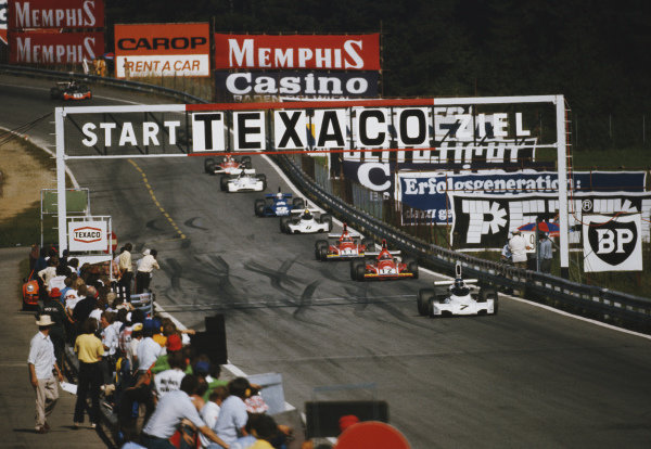Carlos Reutemann, Brabham BT44 Ford, leads a group including Niki Lauda, Ferrari 312B3, and Clay Regazzoni, Ferrari 312B3.