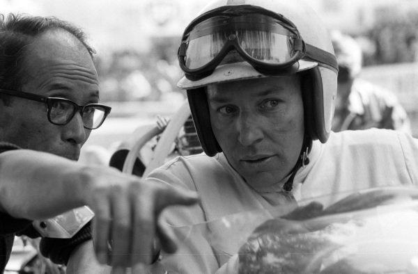 John Surtees talks with Yoshio Nakamura.