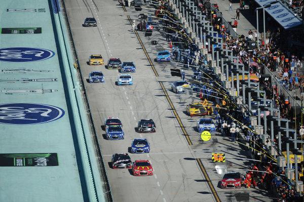 Monster Energy NASCAR Cup Series Homestead-Miami Speedway, Homestead, Florida USA Sunday 19 November 2017 Pit action World Copyright: Rainier Ehrhardt / LAT Images ref: Digital Image cup-homestead-race-2066
