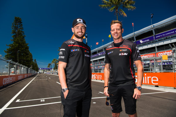 2017 Supercars Championship Round 14.  Newcastle 500, Newcastle Street Circuit, Newcastle, Australia. Thursday November 23rd to Sunday November 27th 2017. Scott Pye, Walkinshaw Racing, James Courtney, Walkinshaw Racing.  World Copyright: Daniel Kalisz/LAT Images Ref: Digital Image 231117_VASCR14_DKIMG_0228.jpg