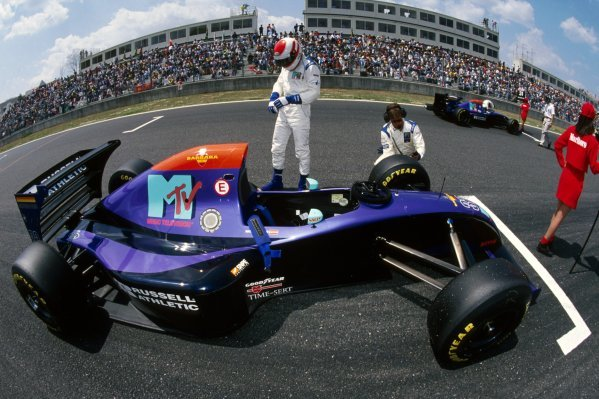 Roland Ratzenberger (AUT) Simtek S941 prepares on the grid for his GP debut. He finished eleventh in what would be tragically his only GP start.