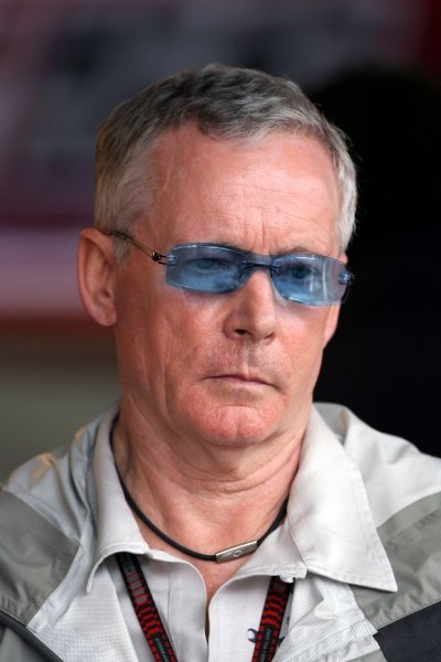David Robertson (GBR) Manager of Kimi Raikkonen (FIN) Ferrari. Formula One World Championship, Rd17, Brazilian Grand Prix, Practice Day, Interlagos, Sao Paulo, Brazil, Friday 19 October 2007.