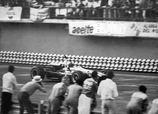1966 Mexican Grand Prix.Mexico City, Mexico. 23 October 1966.John Surtees, Cooper T81-Maserati, 1st position, at the finish, action.World Copyright: LAT PhotographicRef: b&w print