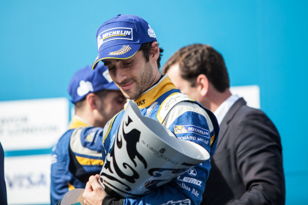 2015/2016 FIA Formula E Championship. London ePrix, Battersea Park, London, United Kingdom. Sunday 3 July 2016. Nicolas Prost (FRA), Renault e.Dams Z.E.15 on the podium. Photo: Andrew Ferraro/LAT/Formula E ref: Digital Image _MG_9155