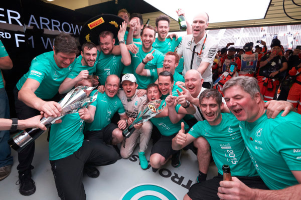 Autodromo Hermanos Rodriguez, Mexico City, Mexico. Sunday 1 November 2015. Nico Rosberg, Mercedes AMG, 1st Position, celebrates with his team. World Copyright: Steve Etherington/LAT Photographic ref: Digital Image SNE19275