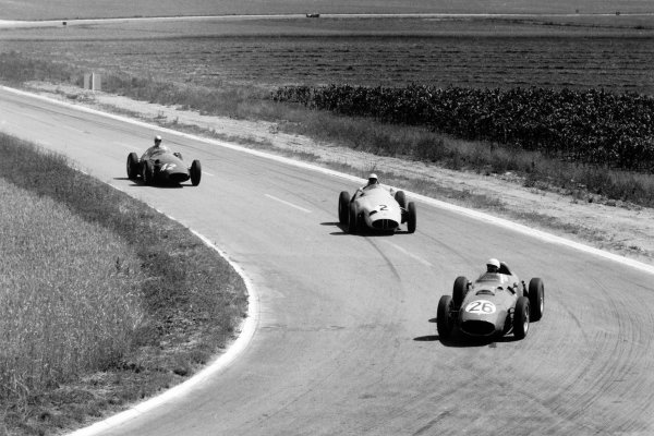 1959 French Grand Prix Reims, France. 5 July 1959 Phil Hill, Ferrari Dino 246, 2nd position, leads Stirling Moss, BRM P25, retired, and Carel Godin de Beaufort, Maserati 250F, 9th position, action World Copyright: LAT PhotographicRef: Autosport b&w print. Published: Autosport, 10/7/1959 p48