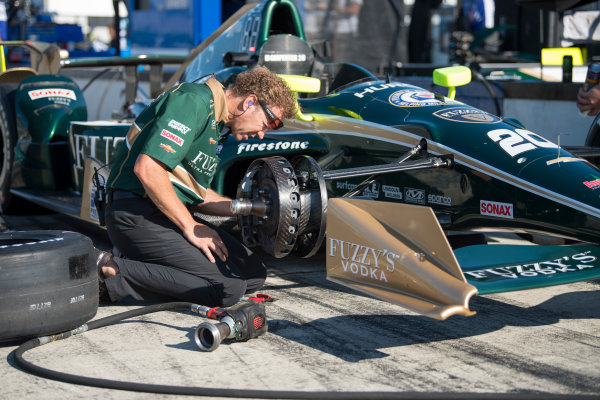 Verizon IndyCar Series ABC Supply 500 Pocono Raceway, Long Pond, PA USA Saturday 19 August 2017 Ed Carpenter, Ed Carpenter Racing Chevrolet crew works on brakes World Copyright: Scott R LePage LAT Images ref: Digital Image lepage-170819-poc-3213
