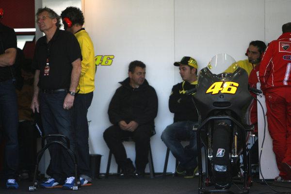 Valencia Test Nov 09-10Valentino Rossi Ducati pit box