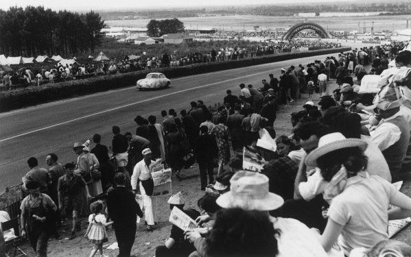 Le Mans, France. 14-15 June 1952.Auguste Veuillet/Edmond Mouche (Porsche 356/4), 11th position, action. World Copyright: LAT Photographic.Ref:  4585B - 23.
