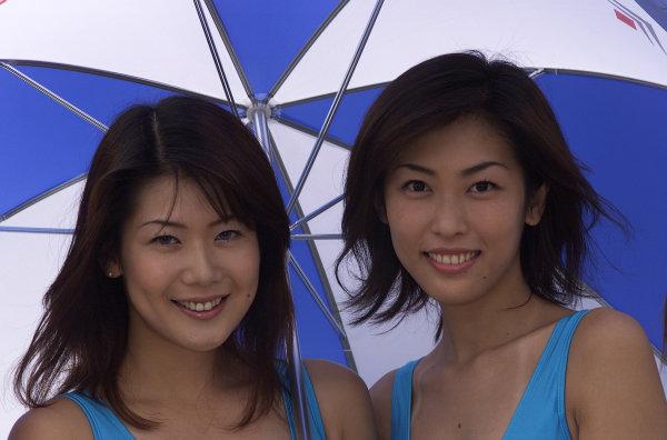 Suzuka, Japan.6-8 October 2000.Some promo girls.World Copyright - LAT Photographicref: digital image