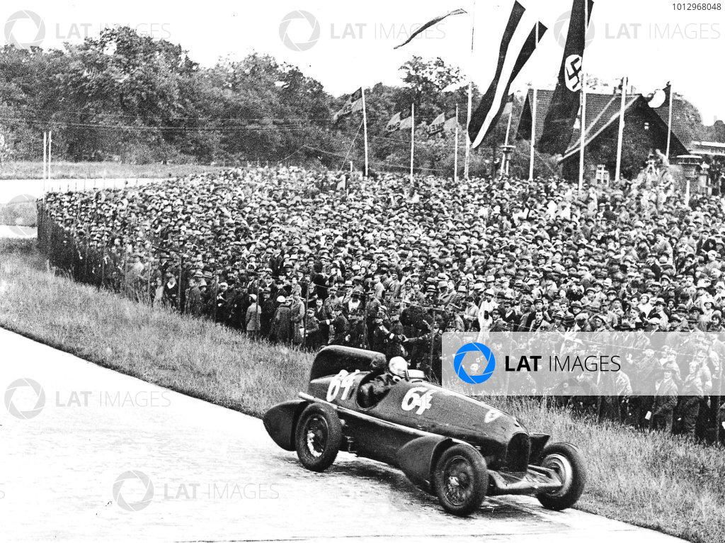 Avus, Berlin, Germany.27 May 1934.Guy Moll (streamlined Alfa Romeo Tipo-B P3), 1st position.Published-Autocar 1/6/1934 p956.World Copyright - LAT Photographic