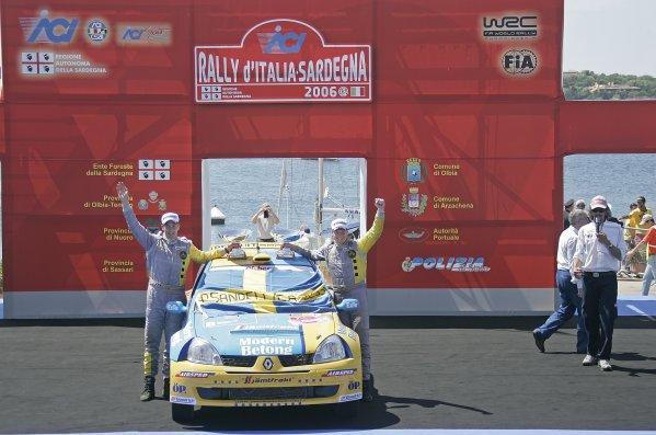 2006 FIA World Rally Championship.Round 7. 18th - 21st May 2006.Rally of Italy, Sardinia.Patrik Sandell, Renault, Podium.World Copyright: McKlein/LAT