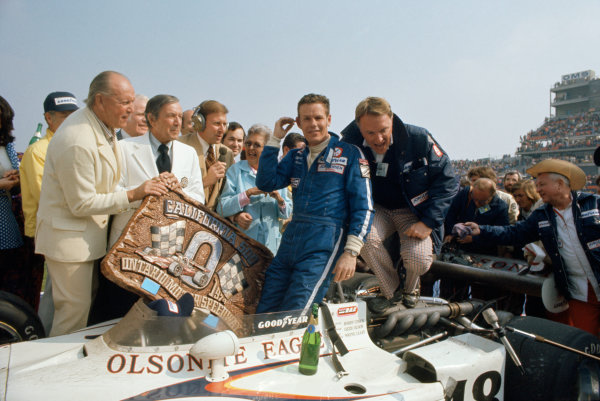 1974 USAC Indycar Series.Ontario, California, USA. 3rd-10th March 1974.Bobby Unser (Eagle-Offenhauser), 1st position, with Dan Gurney.World Copyright: Murenbeeld/LAT Photographic