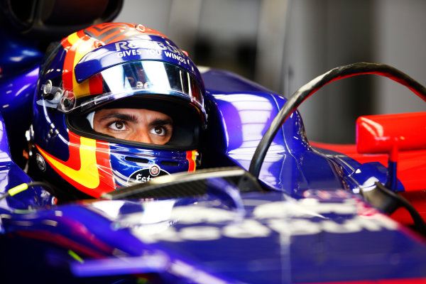Silverstone, Northamptonshire, UK.  Saturday 15 July 2017. Carlos Sainz Jr, Toro Rosso, in cockpit with helmet visor raised. World Copyright: Andy Hone/LAT Images  ref: Digital Image _ONZ5528