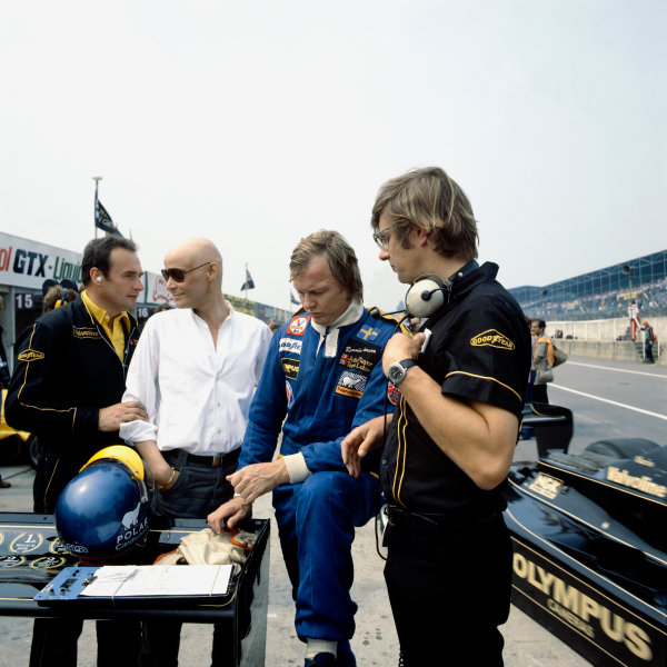 1978 British Grand Prix.Brands Hatch, England.14-16 July 1978.Gunnar Nilsson with Ronnie Peterson (Team Lotus) and Nigel Bennett.World Copyright - LAT Photographic