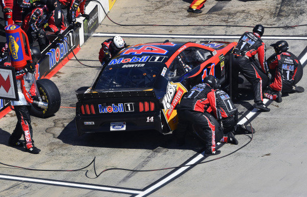 #14: Clint Bowyer, Stewart-Haas Racing, Ford Mustang Mobil 1 / Rush Truck Centers