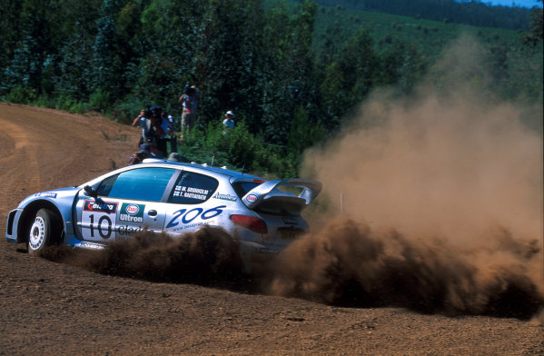 Rally Australia10th-12th November 2000Marcus Gronholm in action in the Peugeot 206 WRC, Photo:McKlein/LAT.