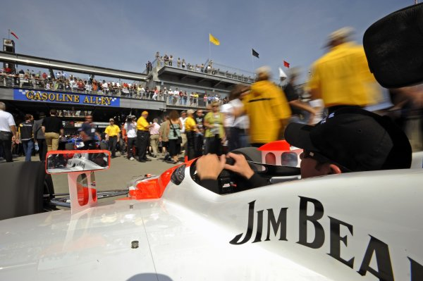 25 May 2008, Indianapolis,Indiana USAHelio Castroneves's Team Penske Honda/Dallara #3 is rolled out of Gasoline Alley and to the grid on race morning.©2008 F Peirce Williams USALAT Photographic